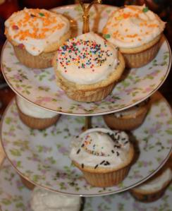 vanilla cupcakes a la Magnolia_comp